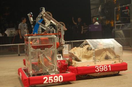 Le Plywolf, le robot conçu lors de la première saison de coopétition en FRC (2012)